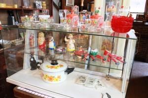 81ガラスケースポップなカップ&ソーサ人形