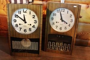 81壁掛け時計レトロ