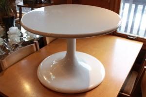 81ホワイトカフェテーブル