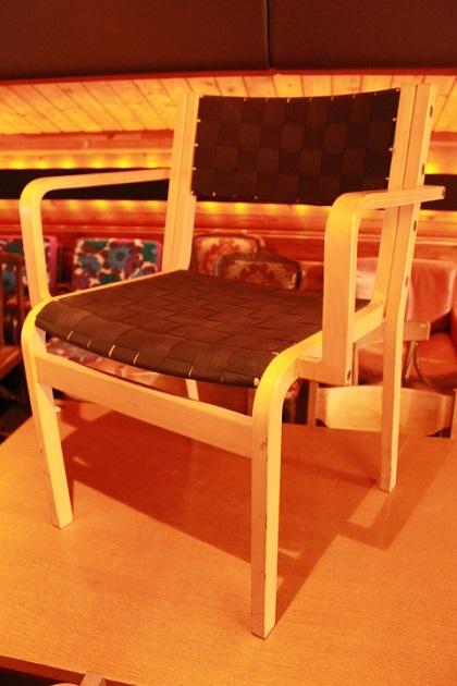 81編み込み椅子1