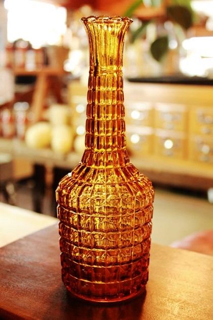 81ガラスボトル 一輪挿し 花瓶 アンバー 琥珀色