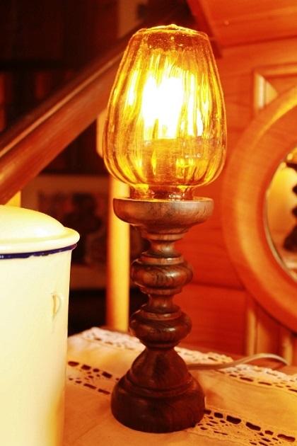 81テーブルライト 木製台 ガラスシェード