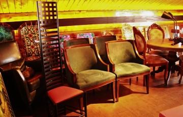 81カッシーナ リプロダクト ラダーバックチェア デザイン オブジェクト ダイニングチェア 椅子 アルコールランプ レトロランプ ガラスボトル 琥珀色 テーブルランプ