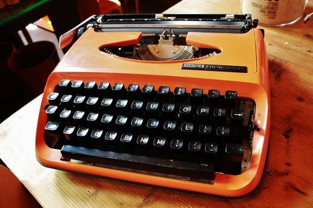 81 レトロ タイプライター ブラザー オレンジ