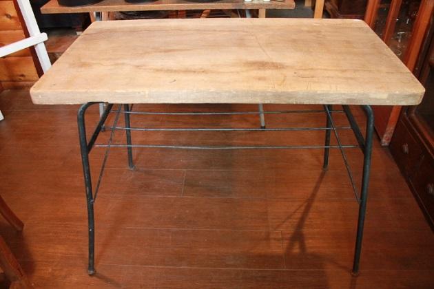 81鉄脚テーブル1
