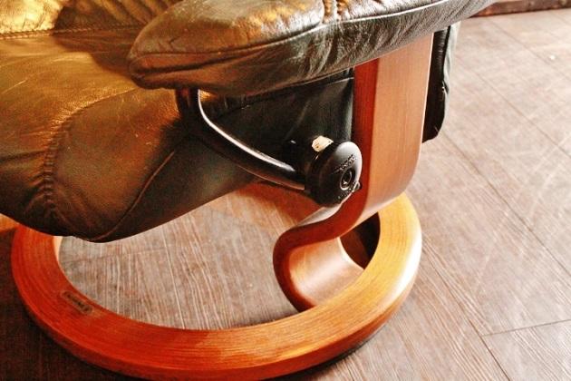 81 ソファ リクライニングソファ エコーネス社 ストレスレス Wing オットマン カリモク マガジンラック テーブル