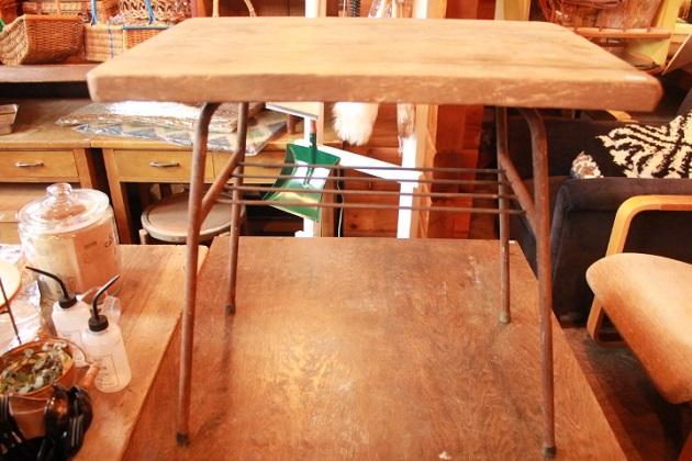 81鉄脚テーブル3
