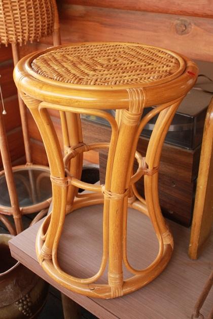 81 ガラクタ市 セール りんご箱 アジアン椅子 スツール