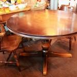81 キツツキ 飛騨産業 ダイニングテーブル ダイニングチェア 鏡 木製の椅子 キッズチェア 書類ケース レトロなソファ 扉 ガラス扉 DIY