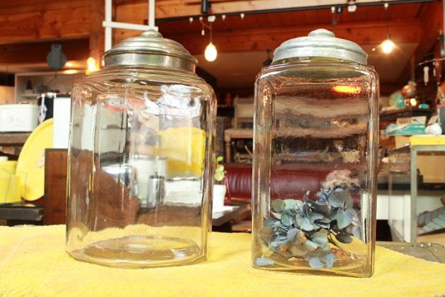 81ガラスの菓子瓶