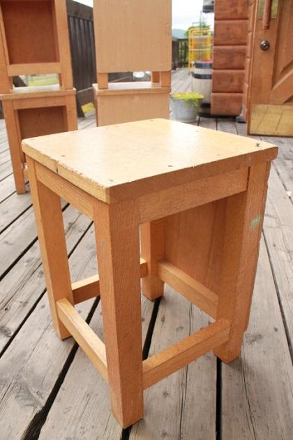 81図工室の椅子1