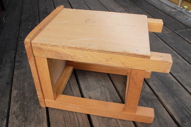 81図工室の椅子2