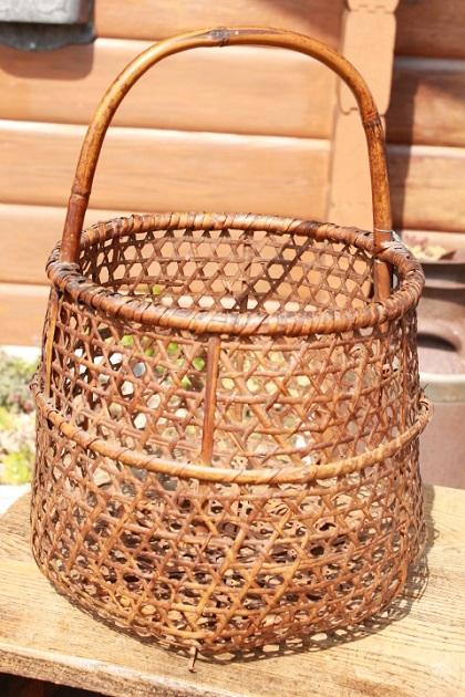 81 昭和レトロ 竹のかご 持ち手付き 籠