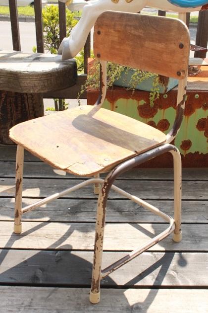 81 昭和レトロ 学校の椅子 アイアン フレーム 古い椅子