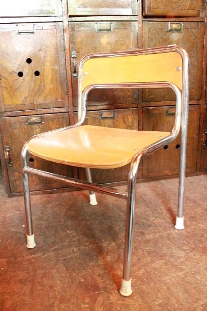 81幼稚園椅子