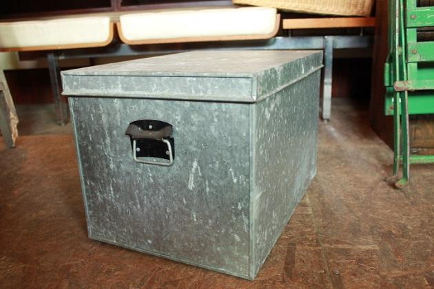 81ブリキの収納BOX
