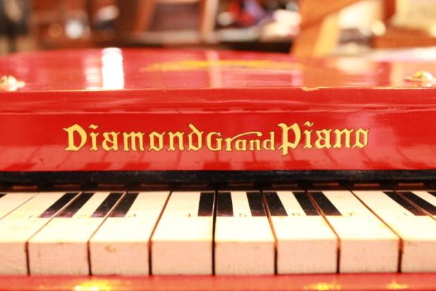 ベビーグランドピアノ