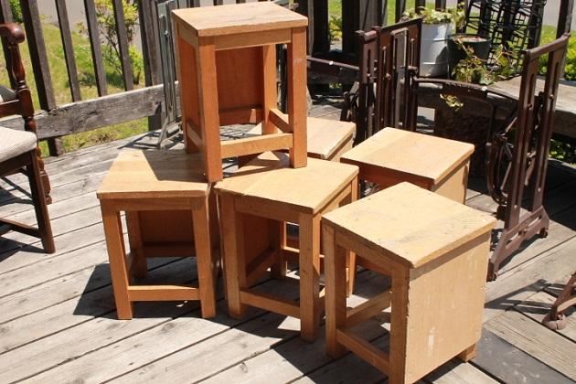 81美術室の椅子