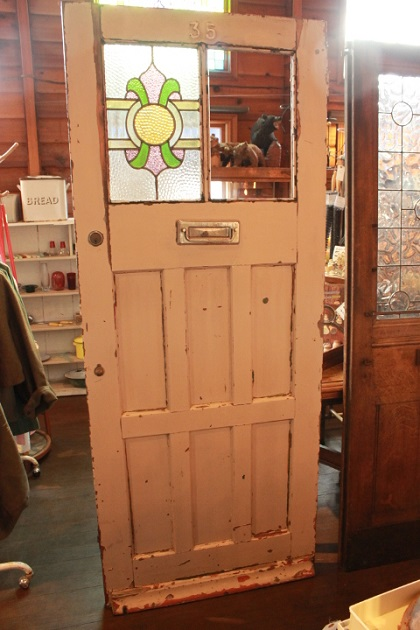 81ステンドグラスのドア