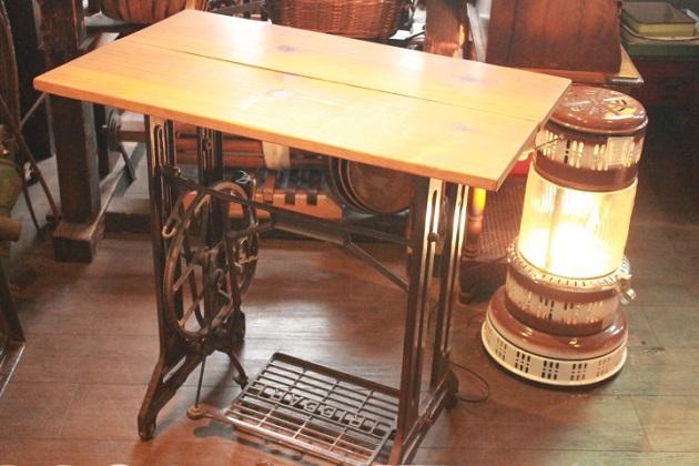 81ミシン脚テーブル