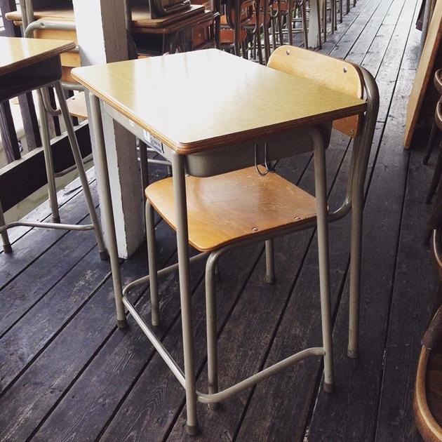学校机椅子
