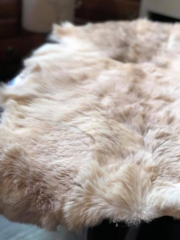 81トナカイの毛皮ラグ