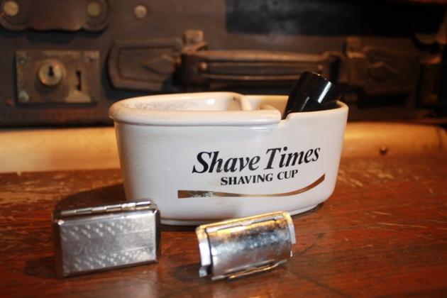 81髭剃り道具
