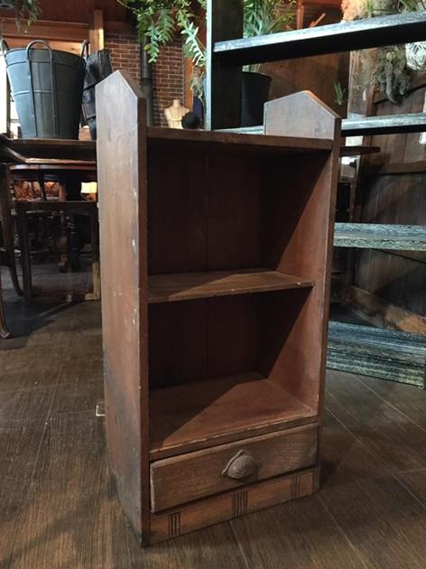 81小さい本棚