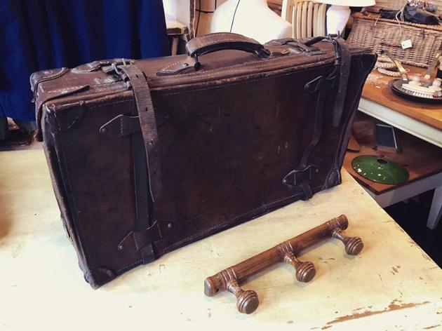 81レザートランク・木製フック