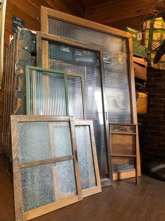 古い窓ガラス