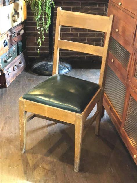 811/12レザー座面の椅子