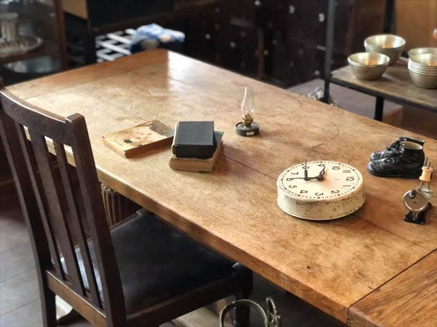 813/14イギリスアンティークのテーブル