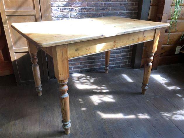8110/1アンティークのダイニングテーブル・MARUNIの椅子